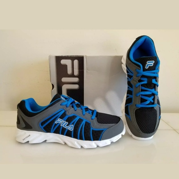 NEW FILA SNEAKERS BOYS SHOES BlackBlue, Size 5 NWT